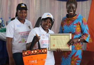 Dr. Kim Eva Dickson, UNFPA Sierra Leone country representative presents awards to midwives.