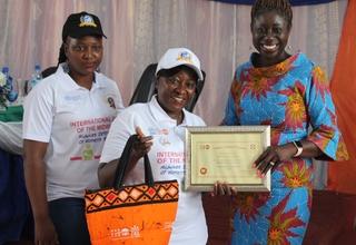 Dr. Kim Eva Dickson, UNFPA Sierra Leone country representative presents awards to midwives.